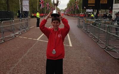 David Stone wins Boroughs cup at Mini London Marathon