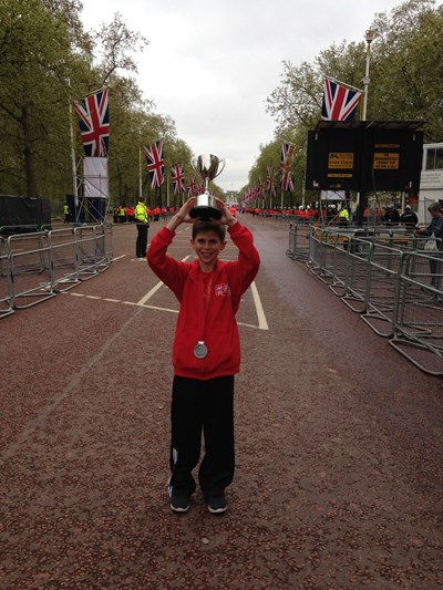 David Stone wins Boroughs cup at Mini London Marathon